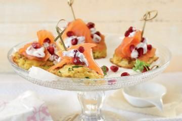 Mini-Rösti mit Lachs und Granatapfel