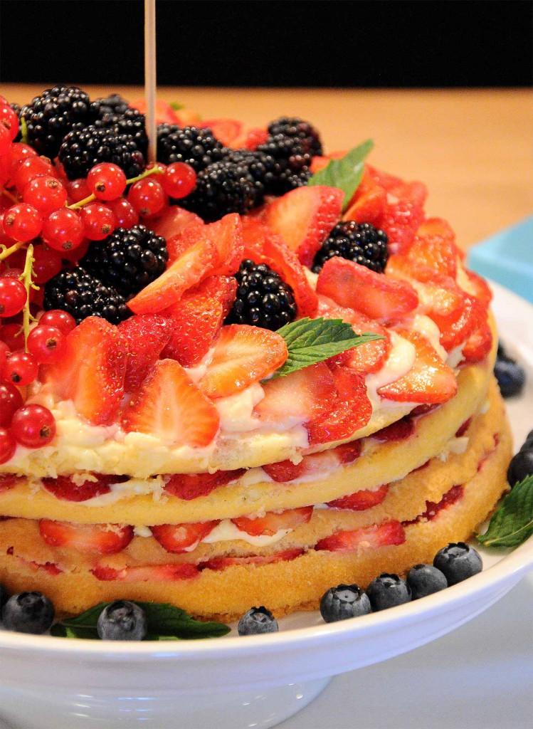 Beeren-Schicht-Torte