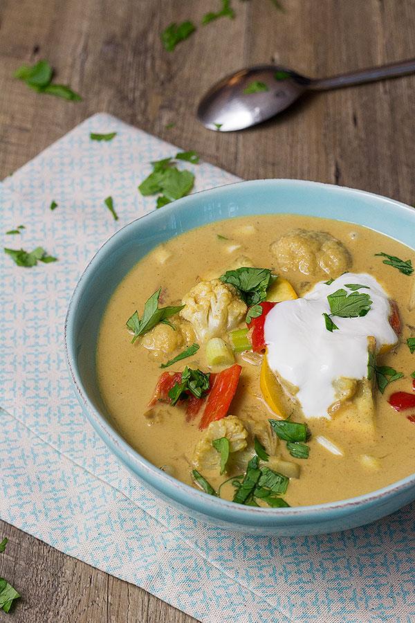 Curry mit Gemüse und Kokosmilch