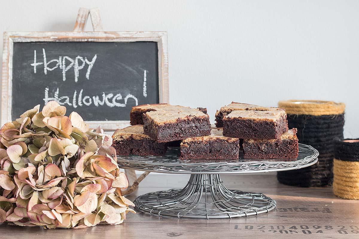 Halloween Cheesecake Pumpkin Brownies