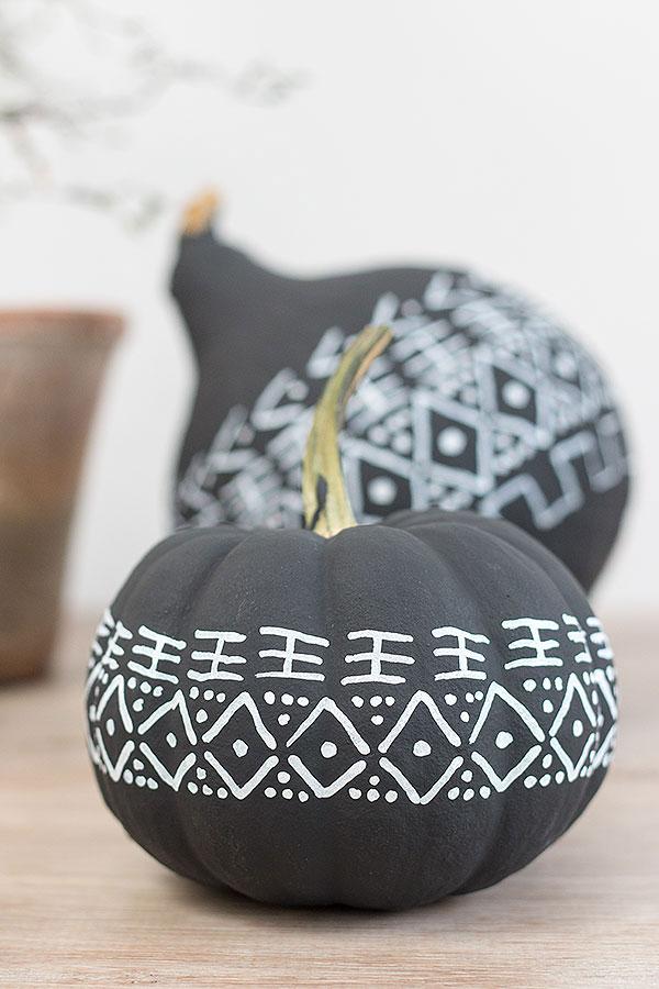 Zierkürbis im modernen mud cloth Design
