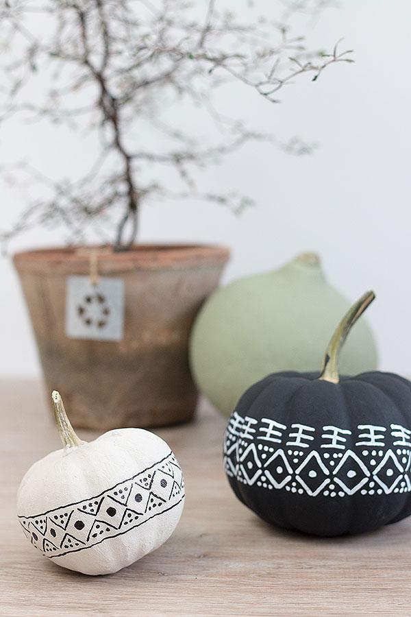 Zierkürbisse im modernen mud cloth Design