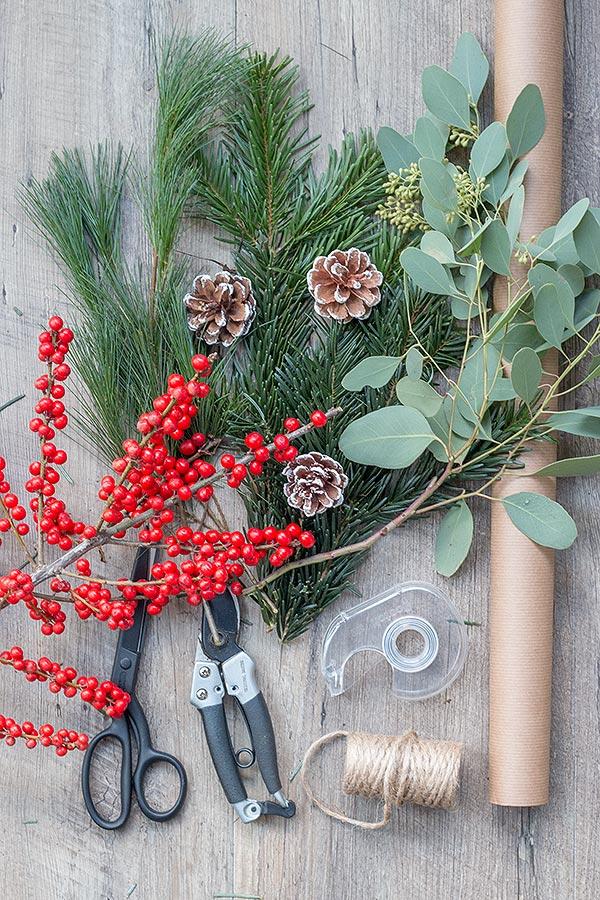 Zubehör Weihnachtsgeschenke mit Naturmaterialien verpacken
