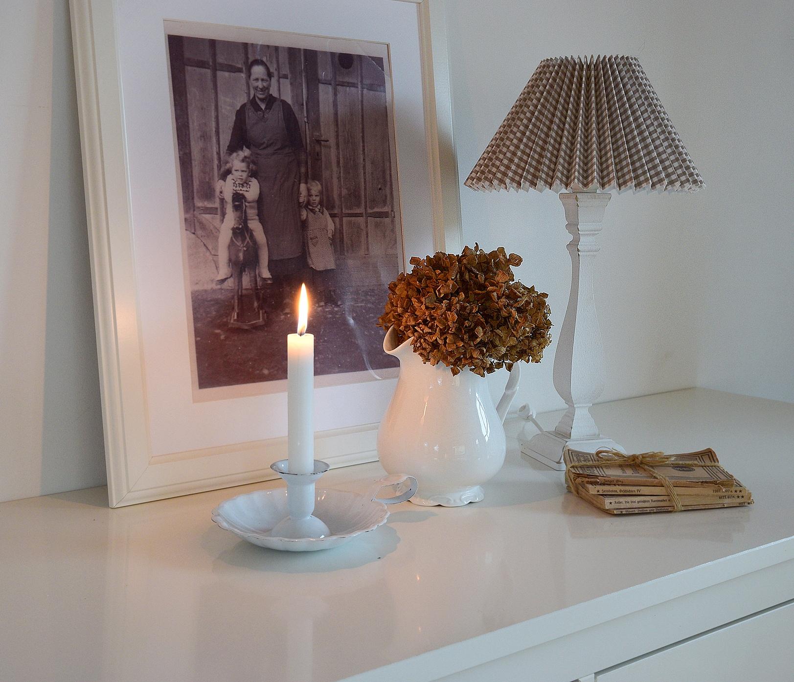 Wohnzimmer kuschelig  Kuscheliges Wohnzimmer mit Decken und Kissen von DEPOT | Schön bei ...