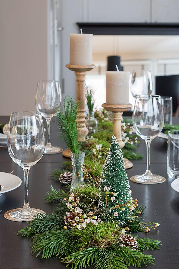 Weihnachtstischdeko mit Naturmaterialien