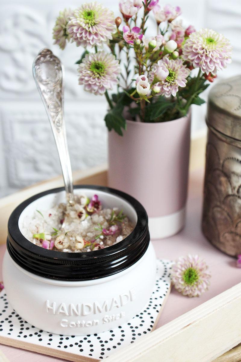 DIY-Badesalz-mit-Blüten