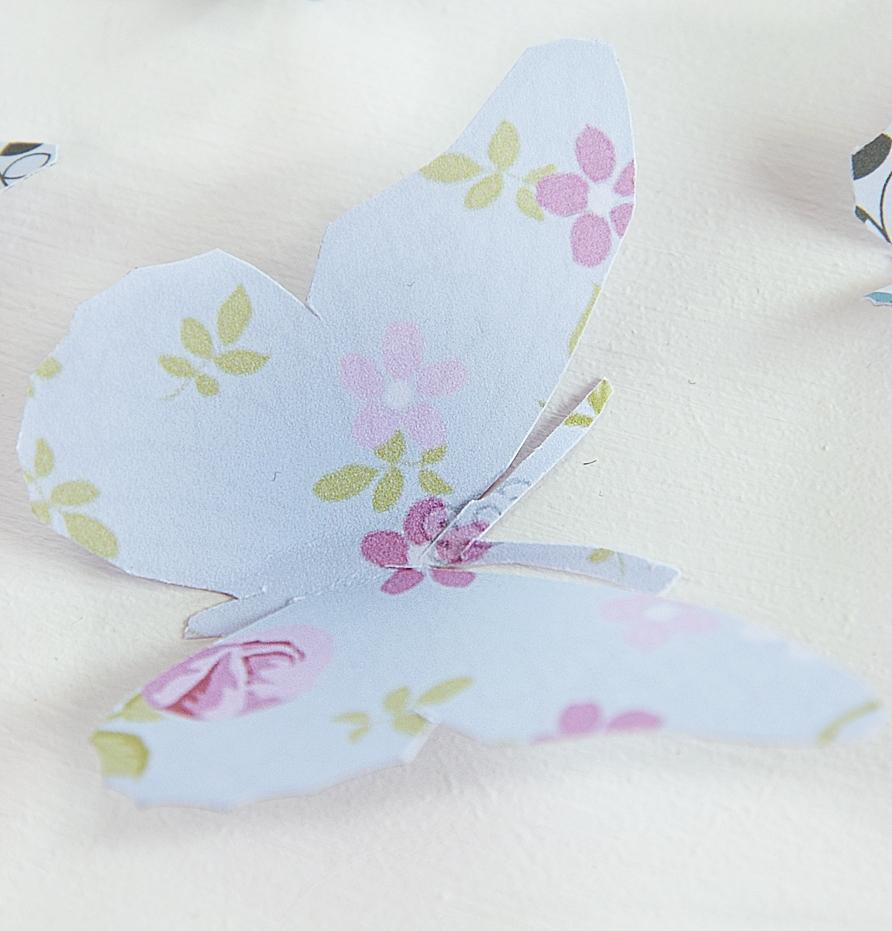 DIY-Wanddekoration-mit-Schmetterlingen 2