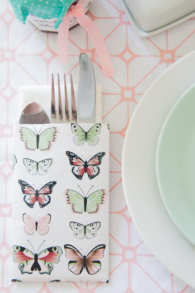 Pastelliger Frühstückstisch - mini Blumenkranz