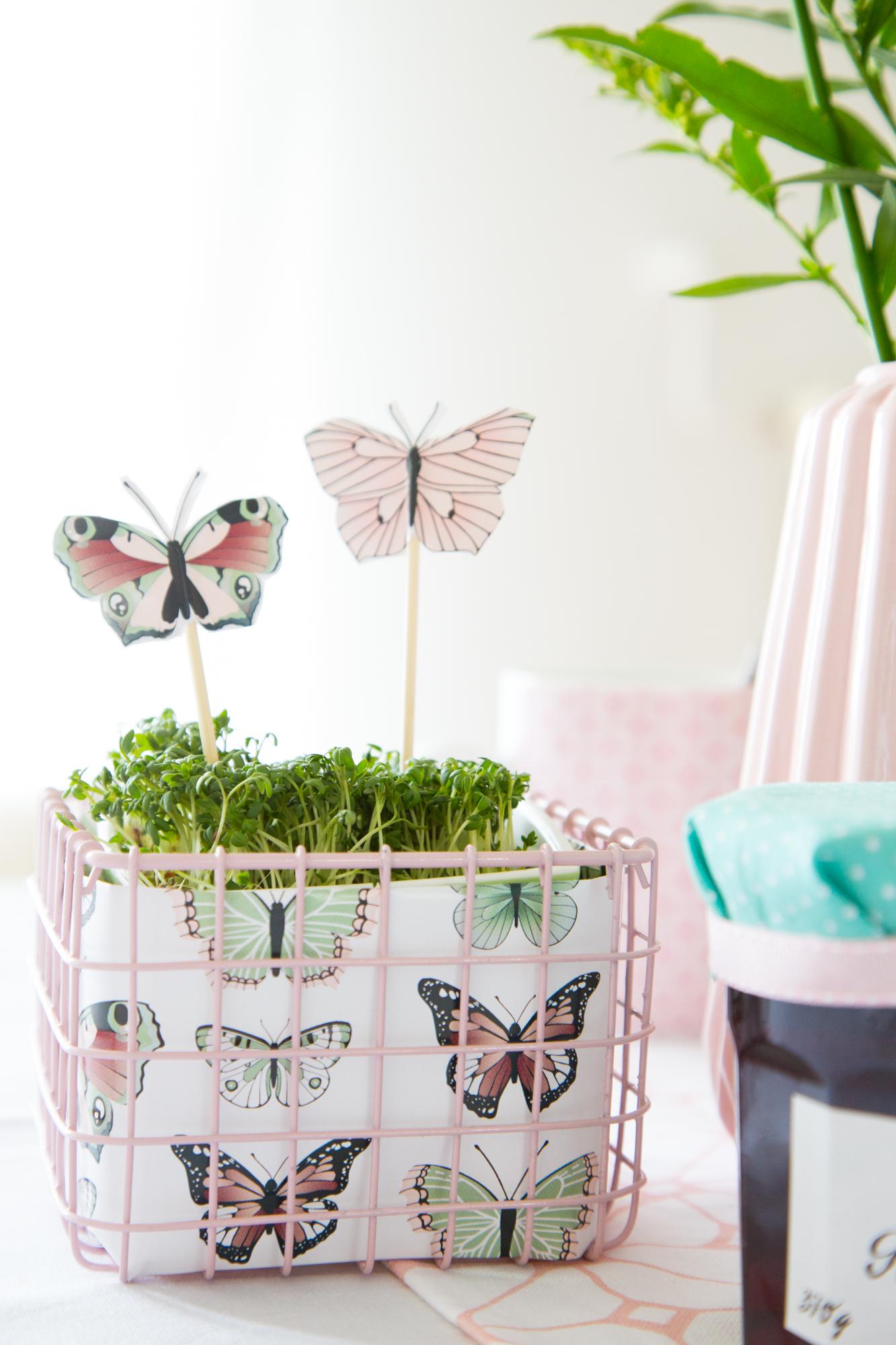 blumenkranz fr hlingsstimmung auf dem tisch sch n bei dir by depot. Black Bedroom Furniture Sets. Home Design Ideas