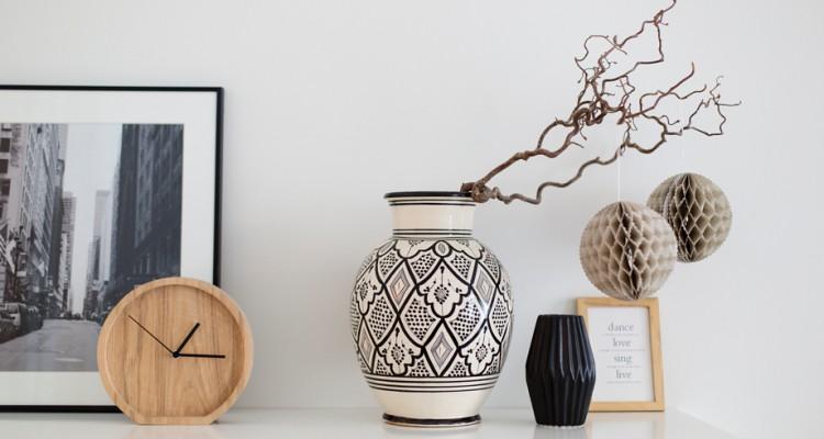Große Vasen große vasen dekorativ in szene setzen