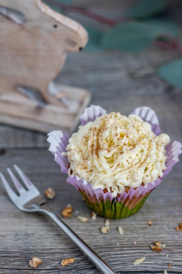 Karottenkuchen Cupcakes mit Frosting