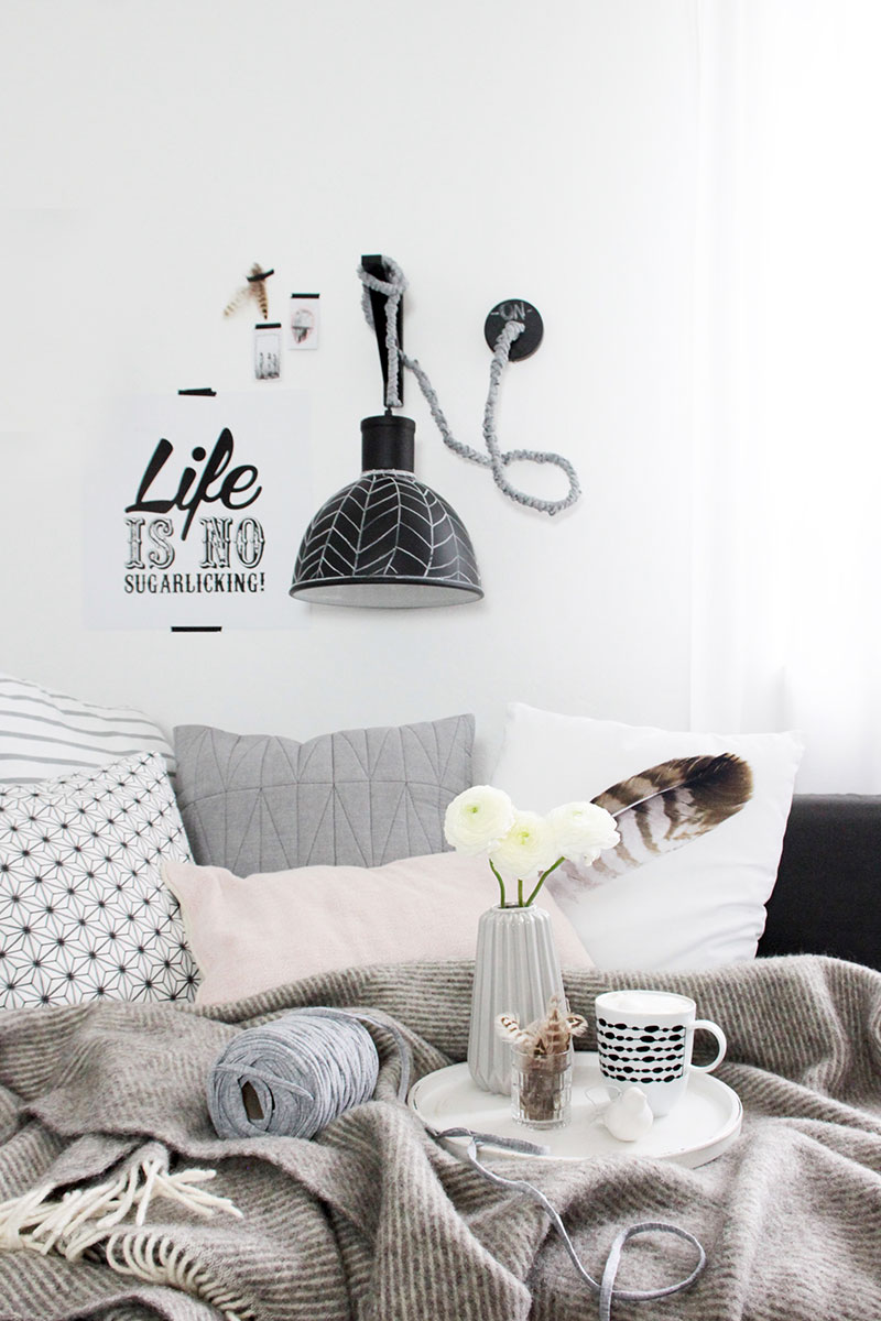 Wohnzimmer-mit-DIY-Wandlampe