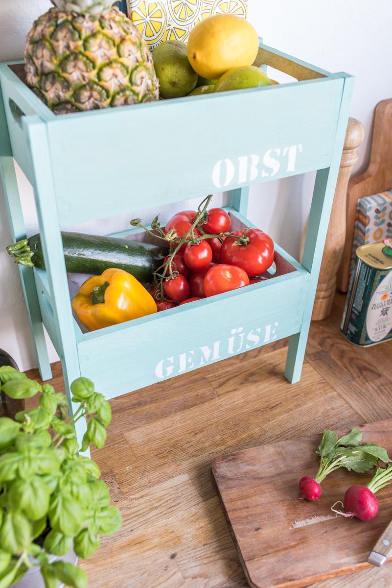 DIY Etagere aus Holzkisten von DEPOT als praktische Aufbewahrung für die Küche
