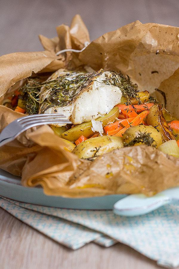 Kabeljaufilet mit Gemüse im Ofen gegart