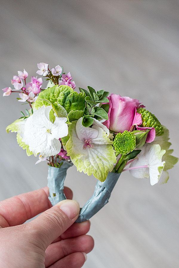 2. Schritt für DIY Serviettenringe mit Blumen