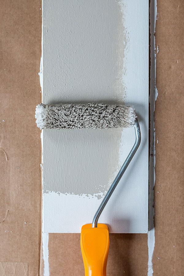 3. Schritt: eine Seite und die Seitenränder mit Farbe bestreichen