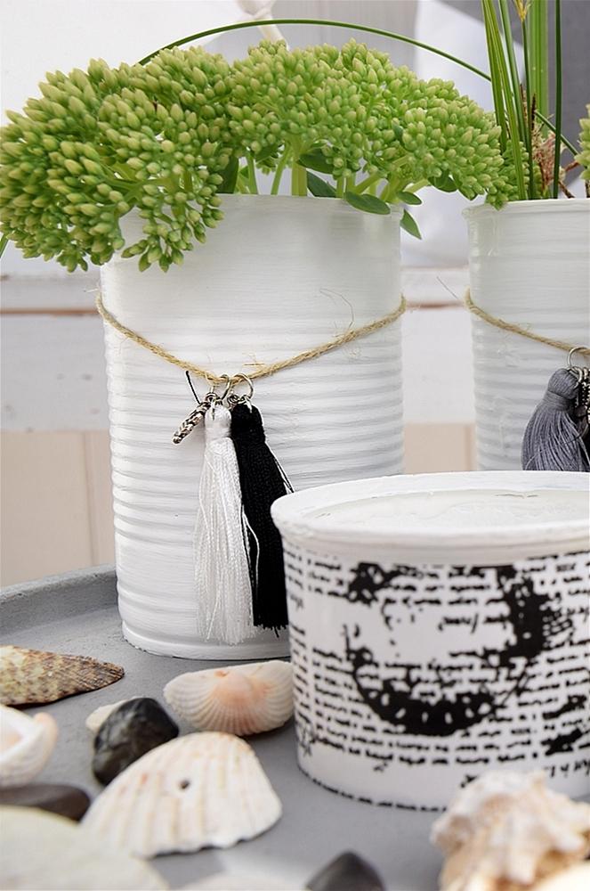 Vasen-aus-dosen-basteln-und-mit-miniquasten-von-depot-verzieren 12k
