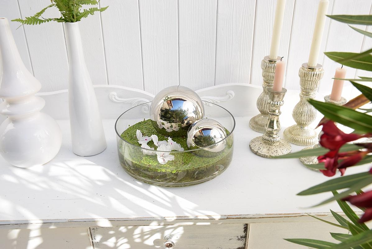 dekoidee-metallkugeln-in-schwimmschale-dekoriert-mit-pflanzen-3k