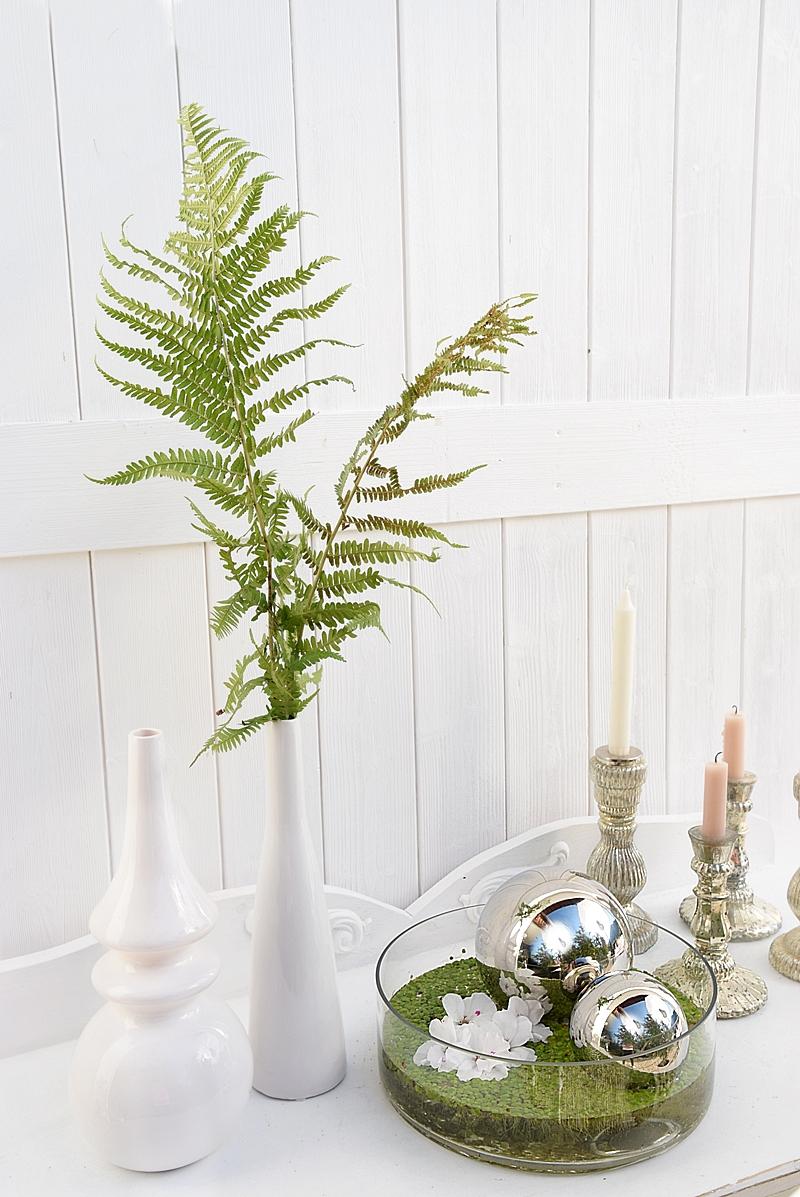 dekoidee-metallkugeln-in-schwimmschale-dekoriert-mit-pflanzen-6k