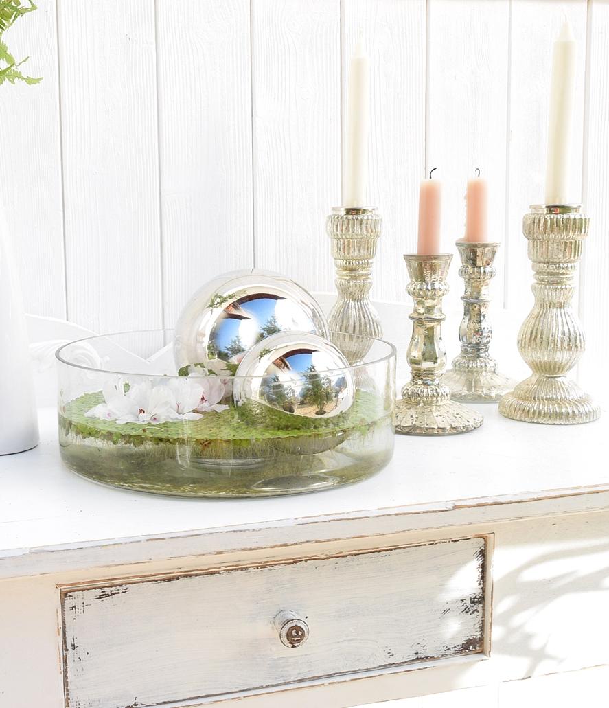 dekoidee-metallkugeln-in-schwimmschale-dekoriert-mit-pflanzen-9k