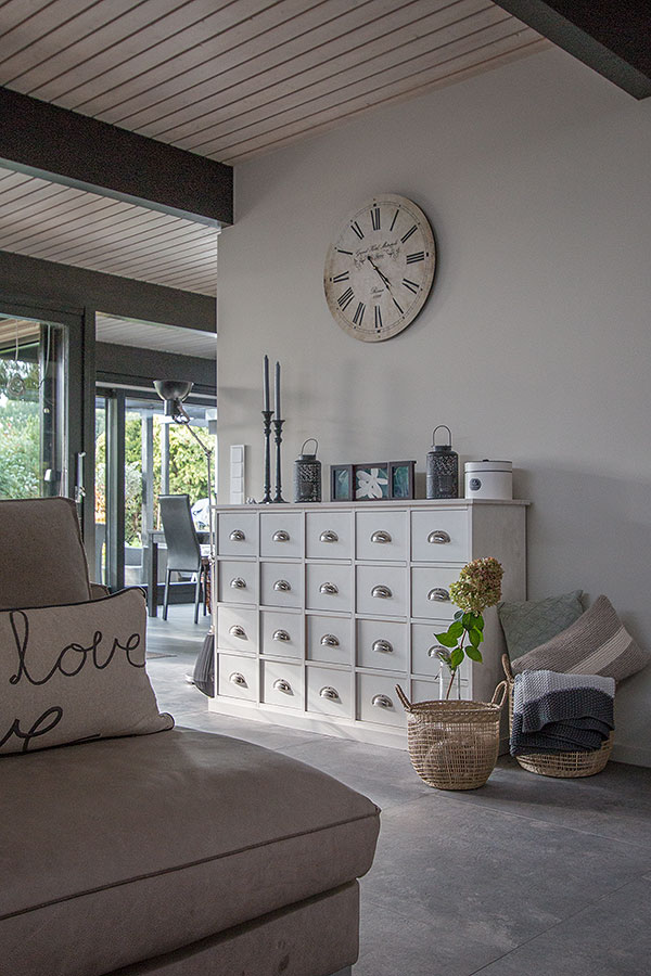 Körbe im wohnraum integriert
