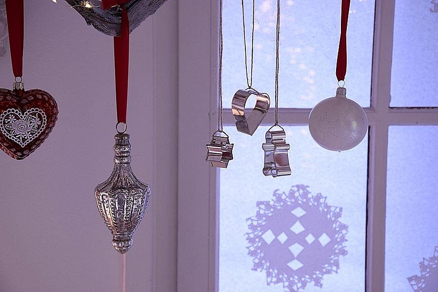 weihnachtliche-fensterdeko-selber-machen-4kv