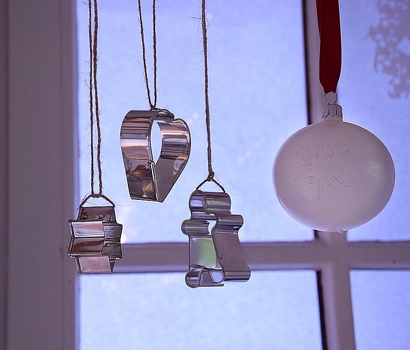 weihnachtliche-fensterdeko-selber-machen-6kv
