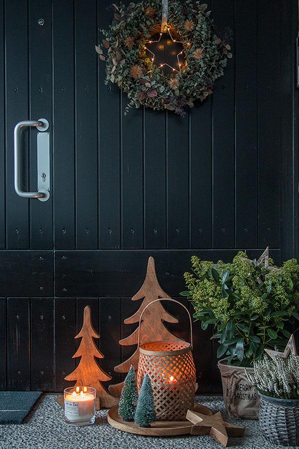 weihnachtlich dekorierter Eingangsbereich