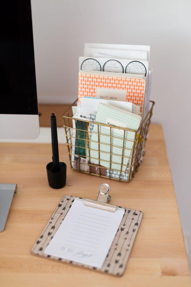 diy wand organizer f r mehr ordnung am schreibtisch. Black Bedroom Furniture Sets. Home Design Ideas
