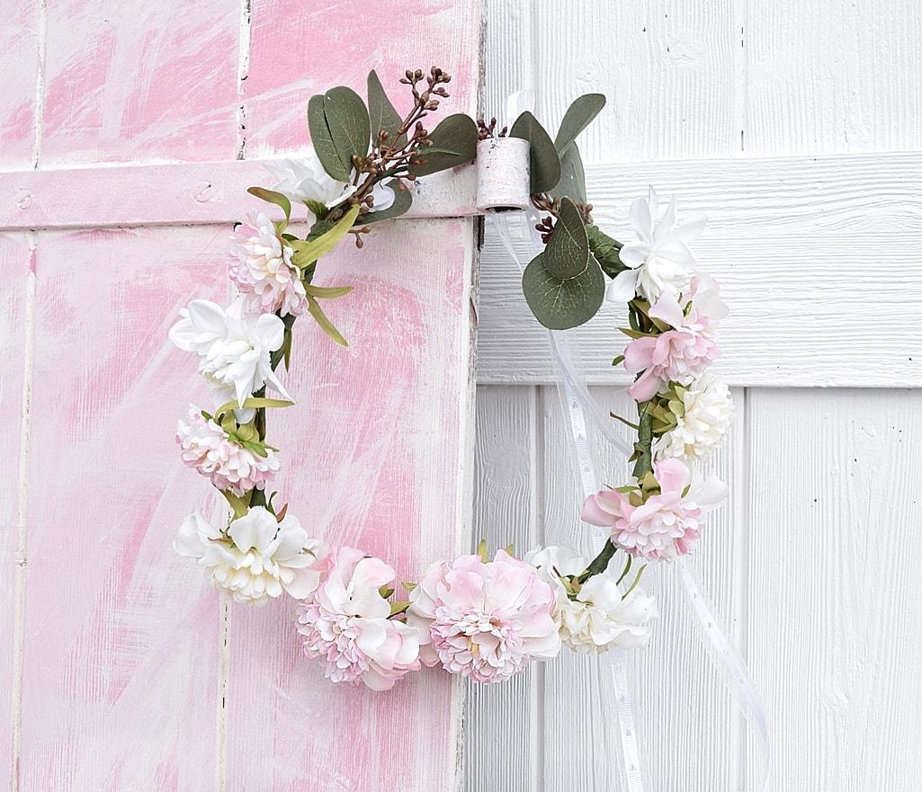 DIY-blumenkranz-aus-kunstblumen 23k-min
