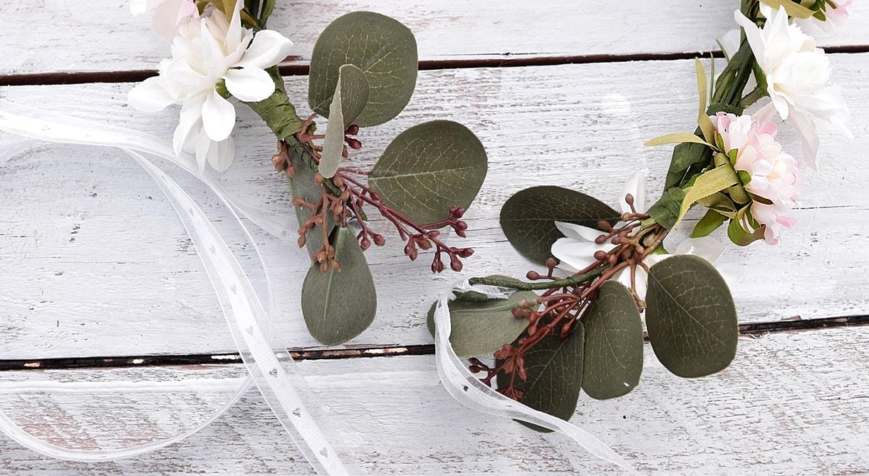 DIY-blumenkranz-aus-kunstblumen 30k-min