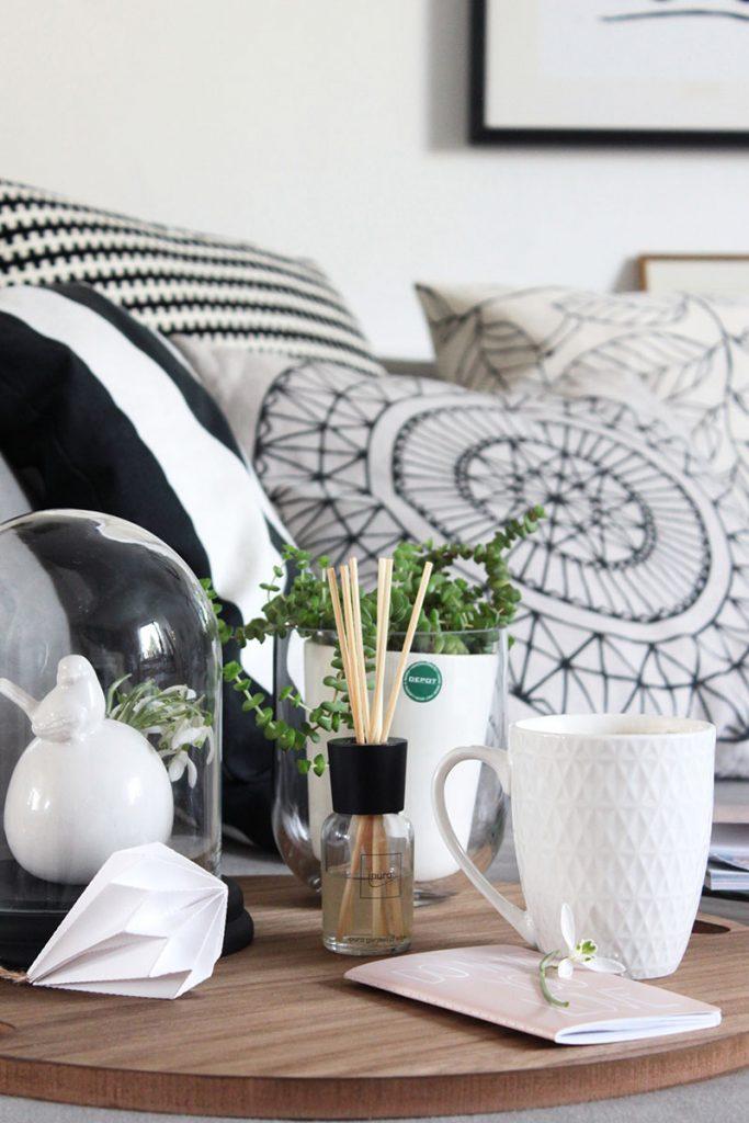 Korbdeckel-als-Tablett-für-die-Couch