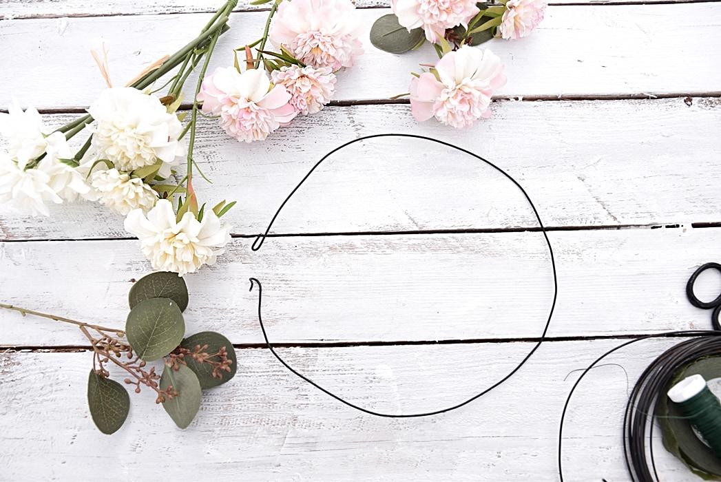 diy-blumenkranz-aus-kunstblumen 2k-min