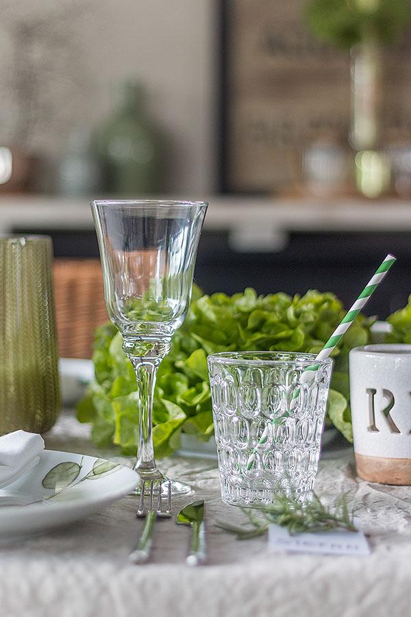 Greenery Tischdeko mit frischem Gemüse