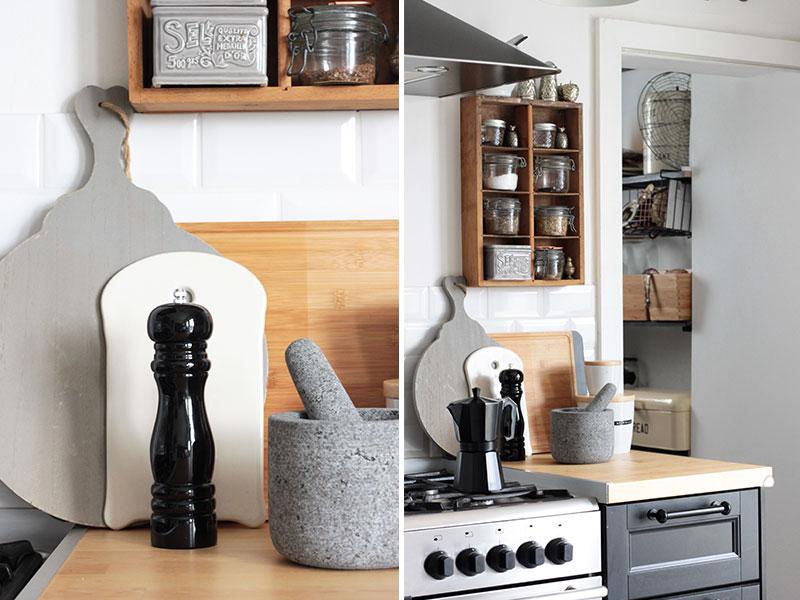 Moderne-Küchenaccessoires-in-Schwarz-und-Holz