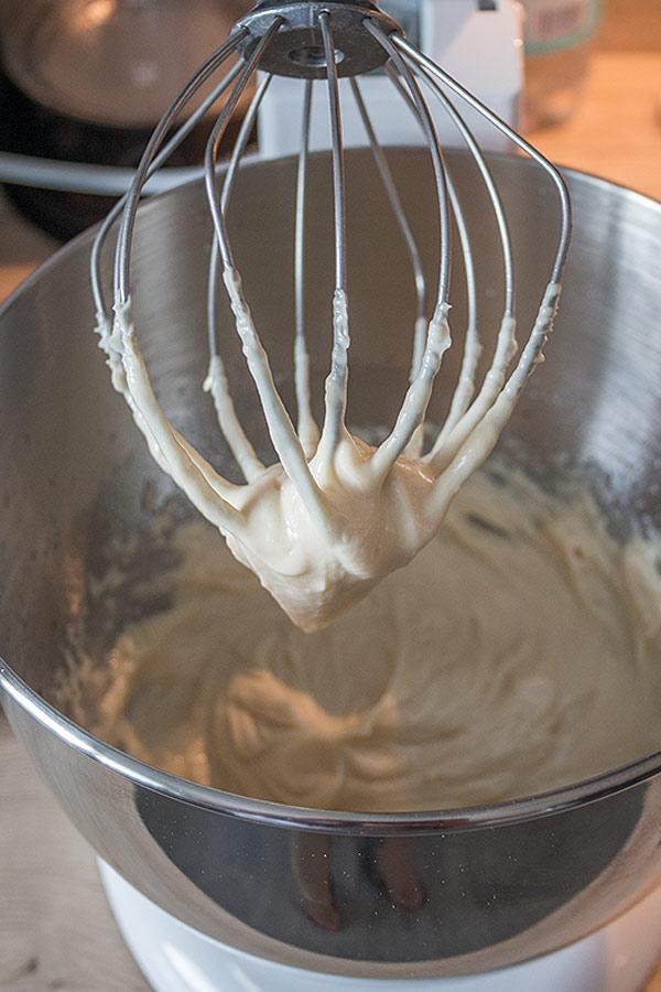 selbstgemachte Mayonnaise in der Küchenmaschine