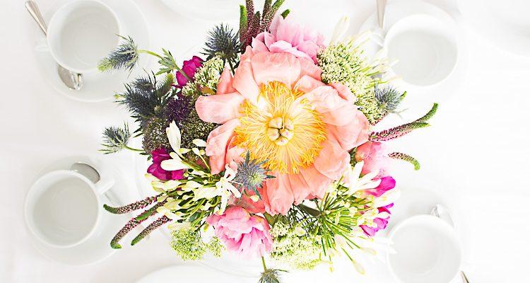Blumen Auf Dem Tisch Perfekt Arrangieren Mit Diesem Trick
