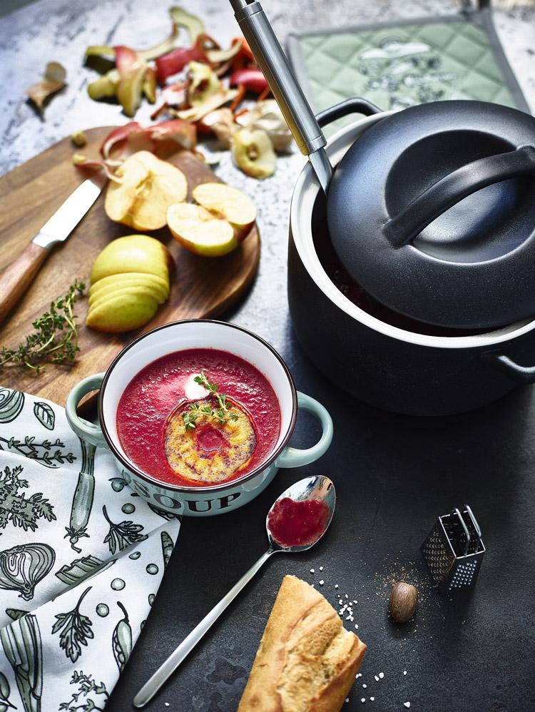 Wenig Zutaten, viel Geschmack! Die Rote-Bete-Suppe ist schnell gekocht.