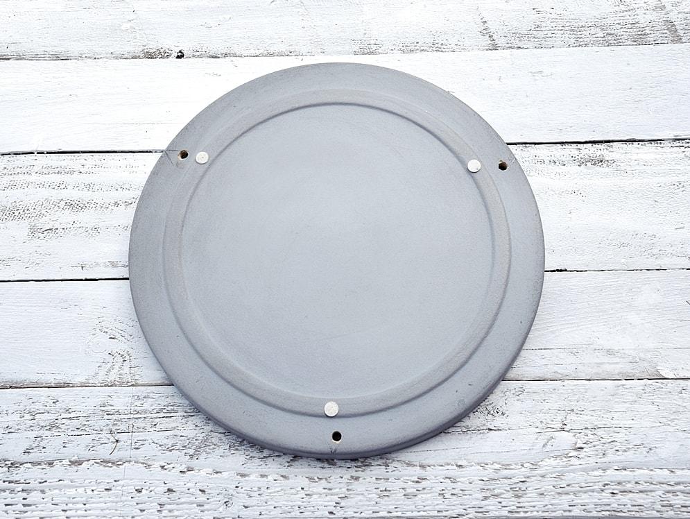 schwebender-tisch-aus-dekotablett-selbstgemacht 2k-min