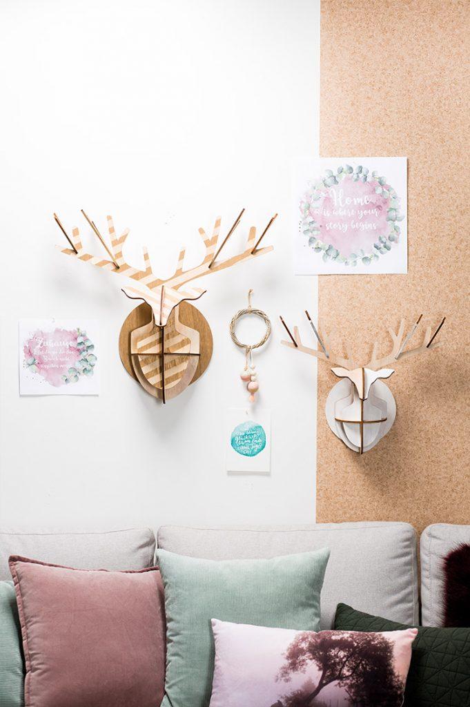 Dekohelche aus Holz im Wohnzimmer