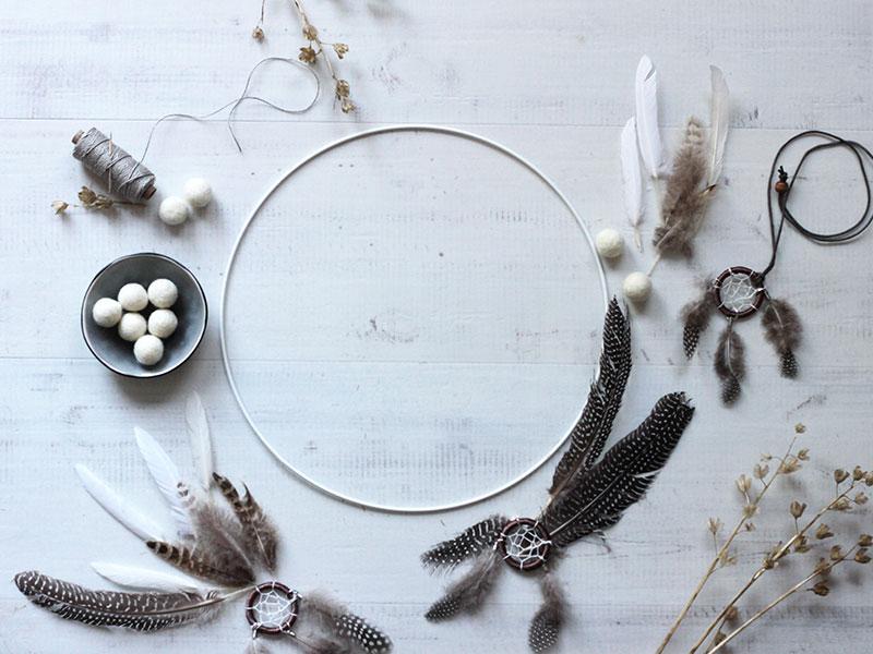 Material-DIY-Traumfänger-aus-Federn