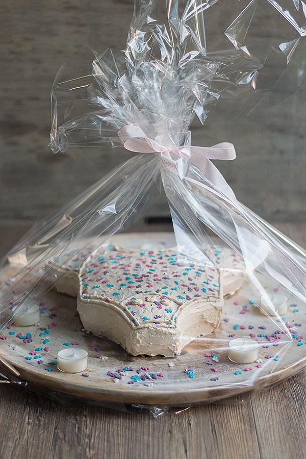 Babyshower Kuchen verpacken