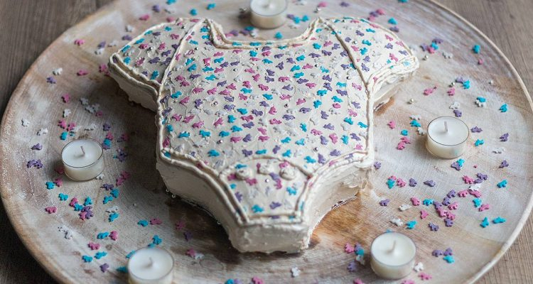 einfacher Babyshower Kuchen mit Buttercreme