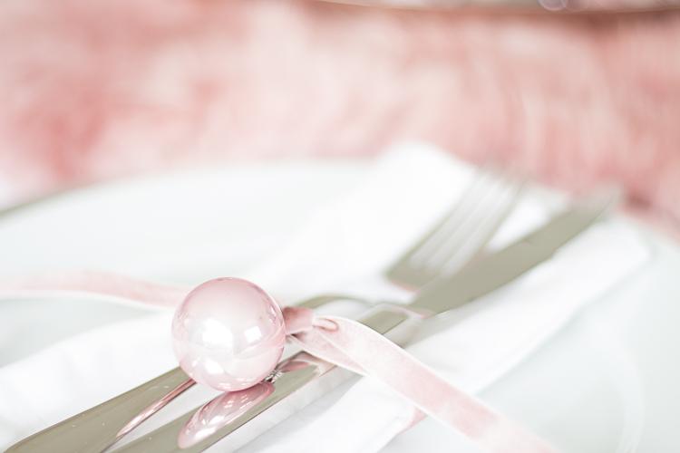DEPOT Flauschige Tischdeko mit Fell (3 von 16)