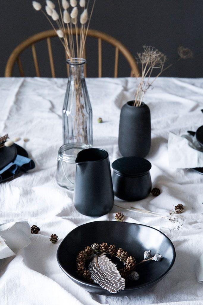 simple-Tischdekoration-im-Skandi-Look-für-den-Herbst