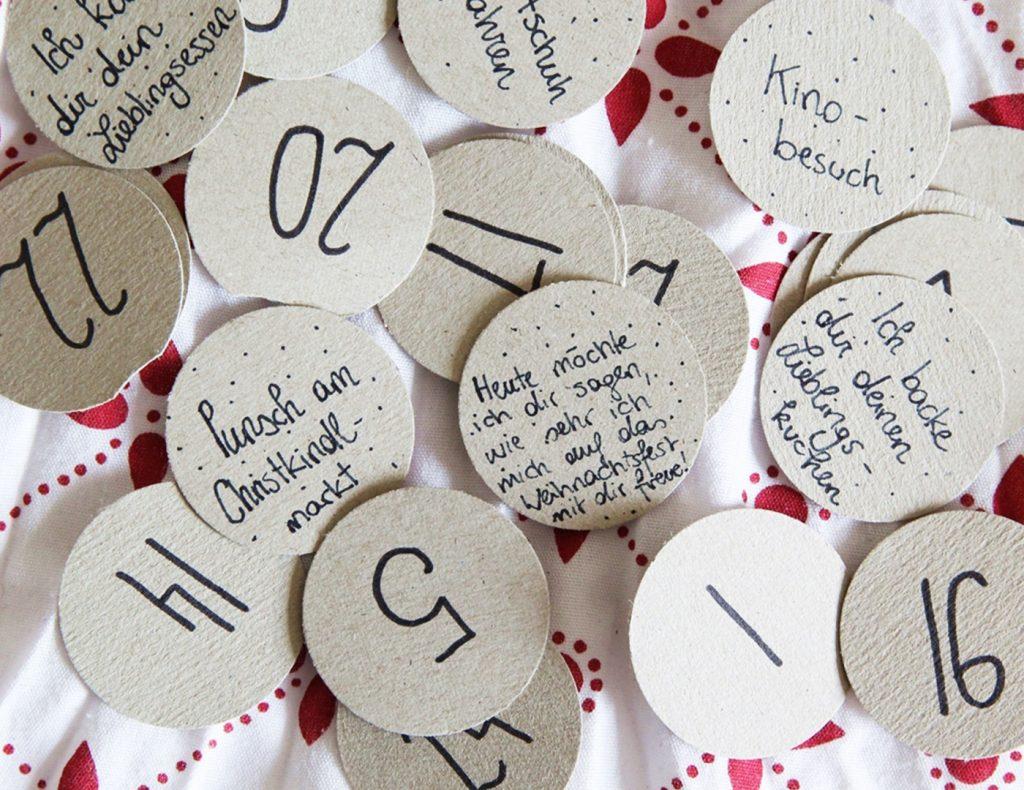 Die Zahlen, liebe Worte und kleine Gutscheine notiert ihr auf den Kreisen.