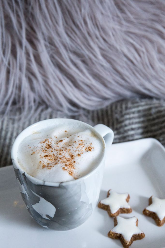 kaffe-und-zimtsterne-für-einen-gemütlichen-Winterabend