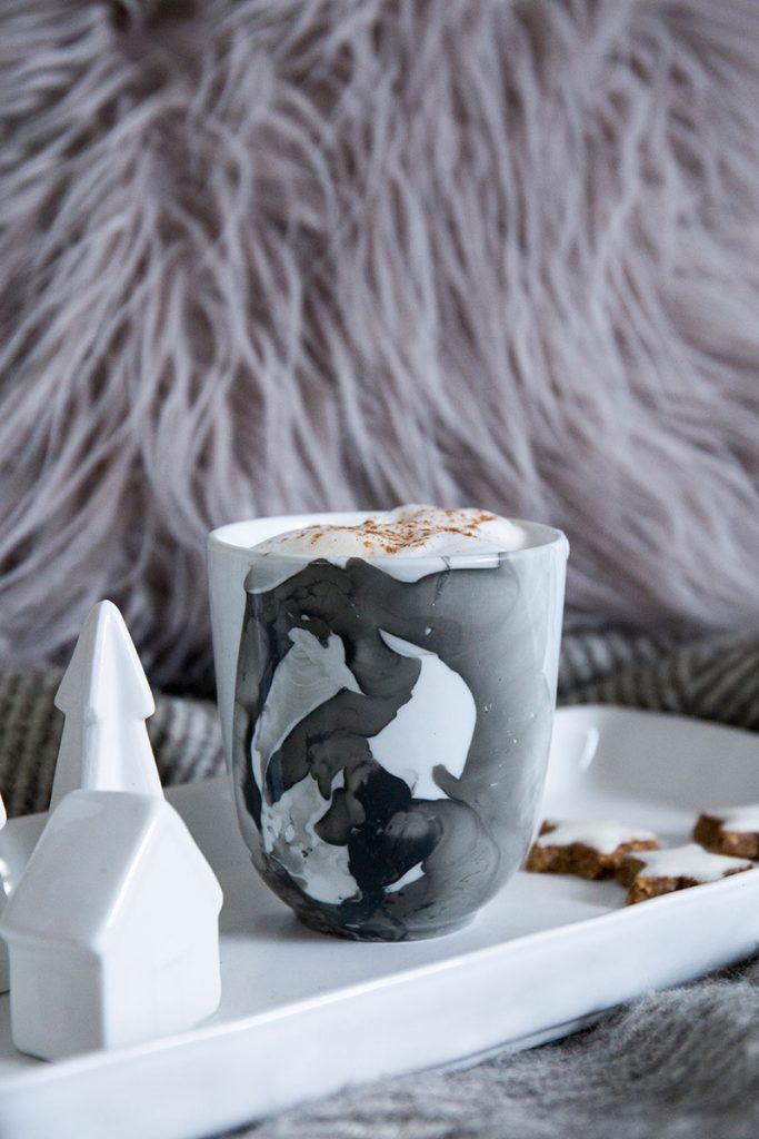 diy weihnachtsgeschenk tassen selbst gestalten im marble look. Black Bedroom Furniture Sets. Home Design Ideas