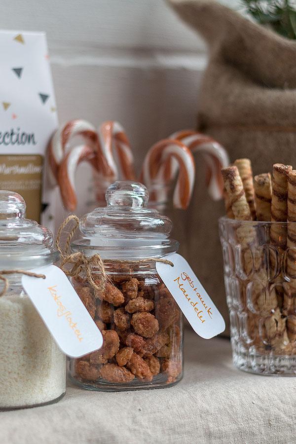 gebrannte Mandeln und Kokosflocken für die Hot Chocolate Bar