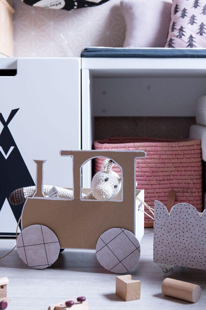 Diy spielzeugzug zur aufbewahrung im kinderzimmer for Kinderzimmer play 01